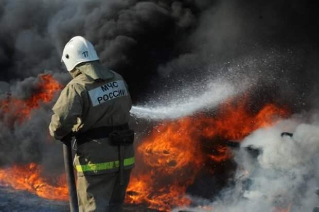 В Крыму горели многоэтажка и торговый павильон