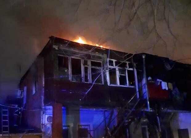 На главной улице Краснодара горел жилой дом
