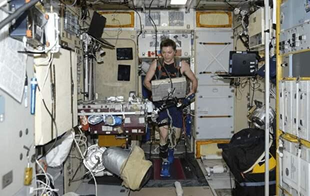 Российские космонавты порвали беговую дорожку
