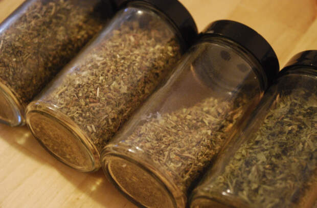 Травы на кухне. 5 поварских трюков, позволяющих получить больше аромата даже из сухой зелени