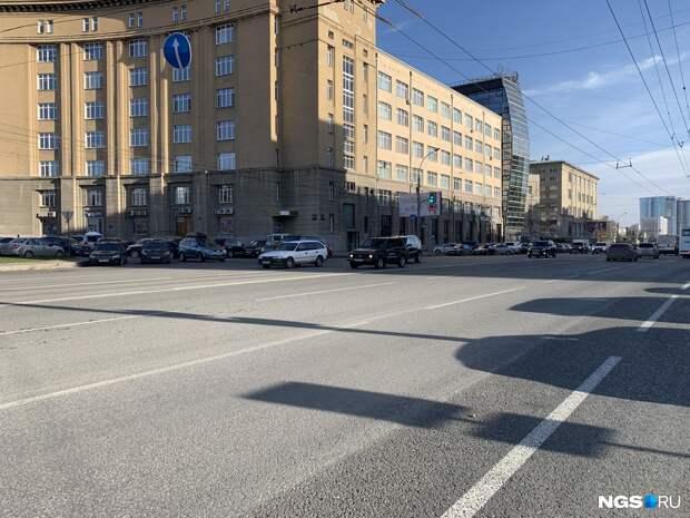Блеск и нищета новосибирских дорог. Власти отремонтировали еще 10 улиц — смотрим, как было и как стало