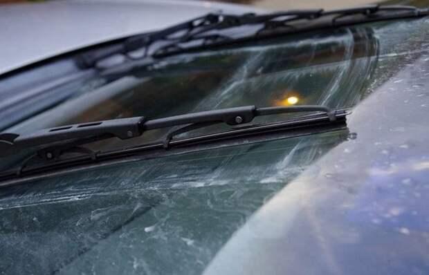 Почему иногда мажут новые стеклоочистители: простое объяснение неприятного явления