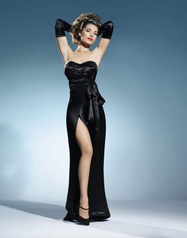 Актриса Келли Брук в образе легендарной Рита Хейворт.