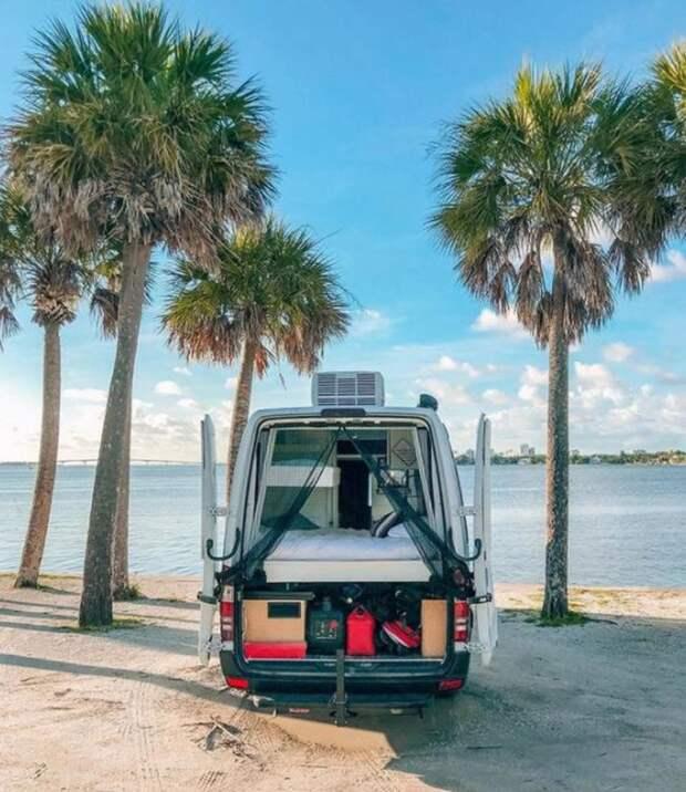 Комфорт вобмен навпечатления: супруги изФлориды продали все иотправились путешествовать нафургоне