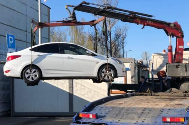 На Бестужевых судебные приставы изъяли машину за долги по ЖКХ