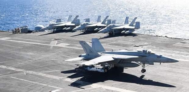 ВМС США сообщили о планах по замене истребителей Super Hornet на своих авианосцах