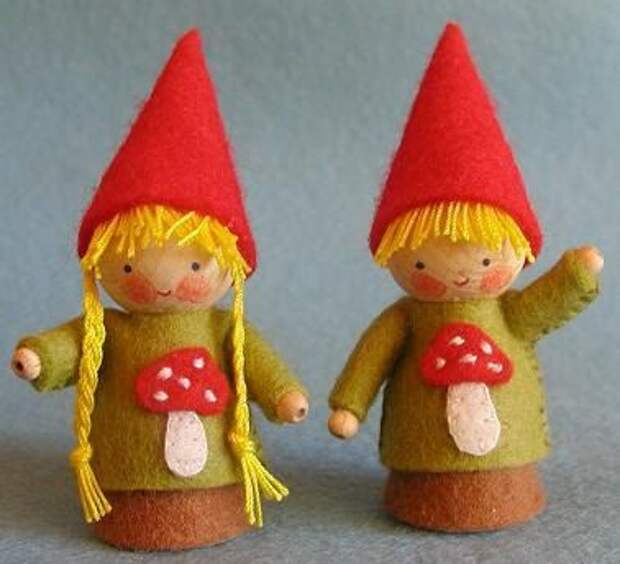 Autumn gnomes! Make two little peg gnomes, a boy and a girl, in woodland colours with cute little mushrooms on their shirts. Each gnome is 7 cm (2.75) tall, made with the handy special wood gnome pegs and wool felt in the kit. Instructions, patterns and materials (100% wool felt) to