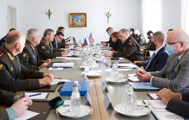 Начальники Генштабов РФ и США обсудили на встрече в Финляндии риски военной деятельности