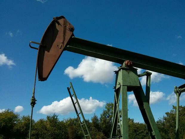 Нефть прибавляет в цене, Brent закрепилась выше $67 за баррель