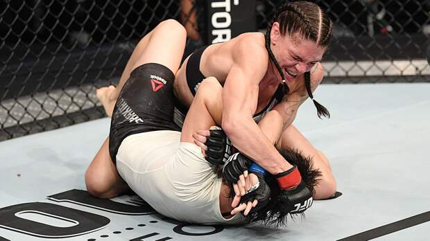 Женская бойня: узбечку на UFC жестко вырубила американка