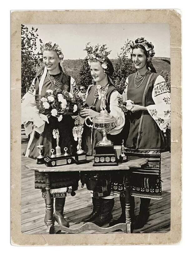 """Победительницы конкурса """"Мисс Украина восточной Канады"""". Садбери, Онтарио, 1955 год."""