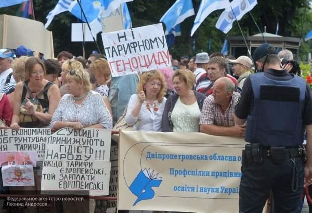 «Коммунальный геноцид»: украинцев толкают на кабальные сделки с монополистами