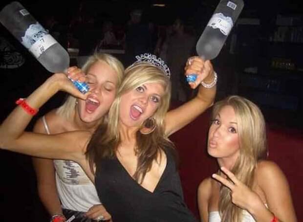 Девушки в пьяном угаре