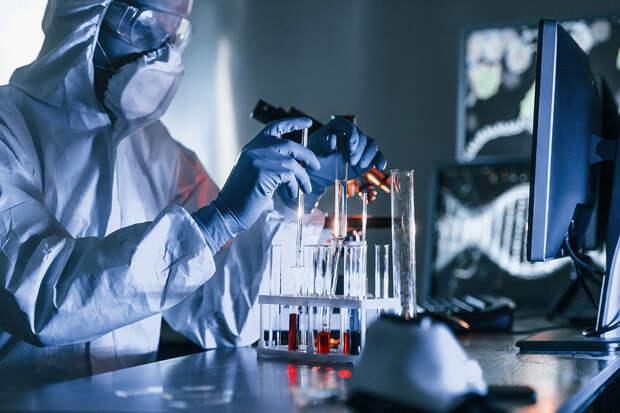 Биолог назвал источник будущих мутаций COVID-19