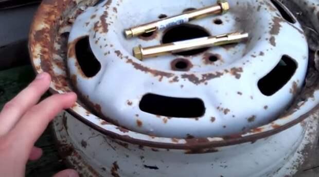 Колесный диск и болты. ¦Фото: youtune.com.