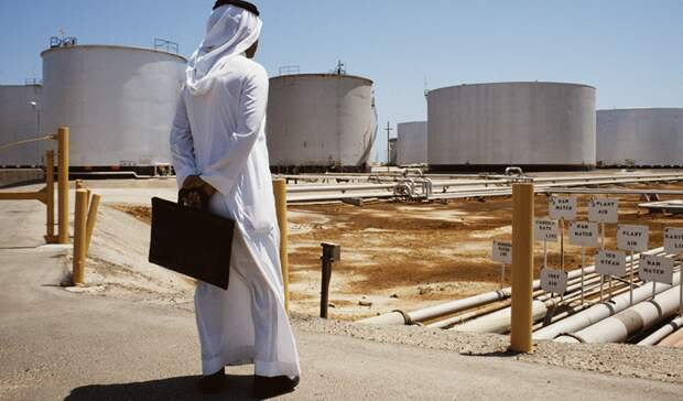 Эр-Рияд может ввести подоходный налог, чтобы восполнить потери госказны