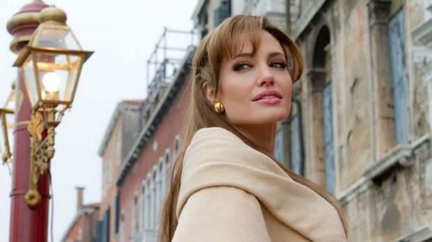 Внешний вид Джоли на фото папарацци испугал поклонников