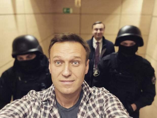 «Награда нашла героя»: суд оштрафовал Навального заклевету наветерана ВОВ