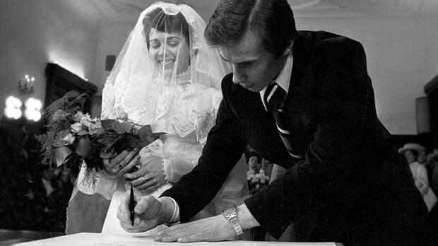 Как прошла свадьба Родниной иЗайцева: кольца изКопенгагена, кружевное платье изЛос-Анджелеса, звездные гости
