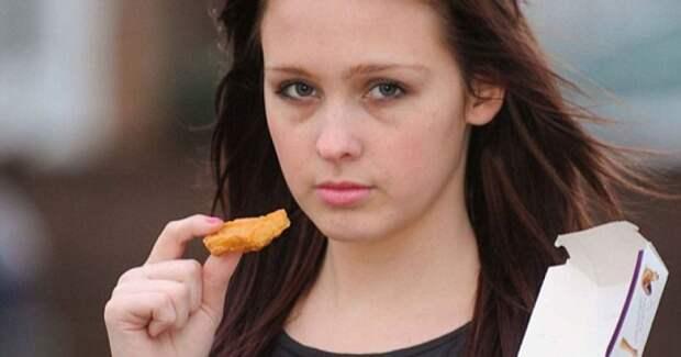Веганка написала заявление в полицию на друзей, накормивших её курятиной...