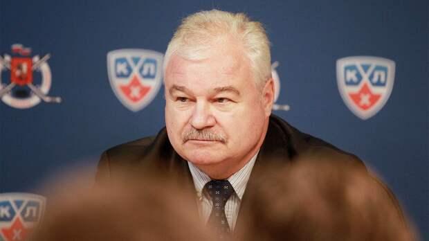 Сын подполковника КГБ стал скаутом клуба НХЛ. Плющев-старший был скандальным тренером, младший устроился в «Сиэтл»
