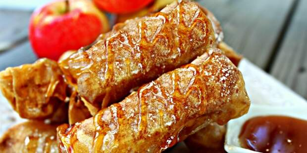 Гренки-роллы с яблочной начинкой. \ Фото: google.com.