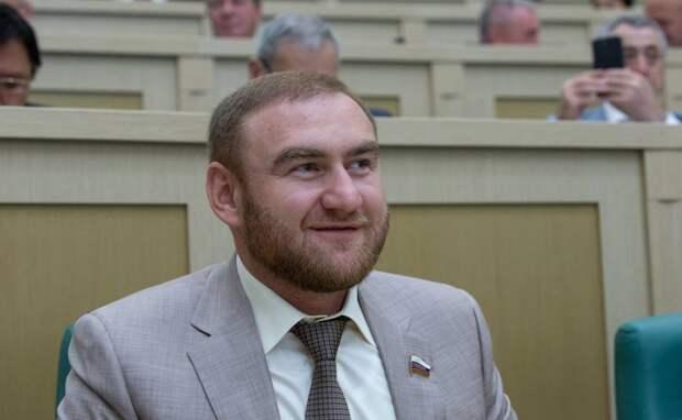 В Москве избили сотрудника ФСБ, который задерживал Арашукова