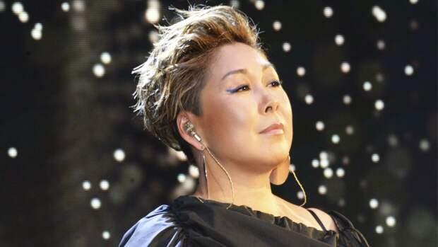 Певица Анита Цой поспорила на победу Самбурской в суде против Дробыша