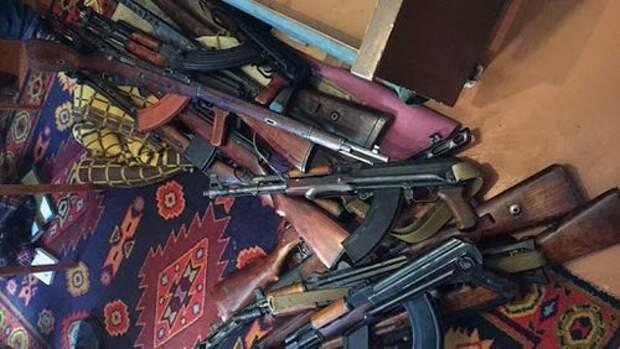 Почему у Зеленского решили раздать фашистам оружие