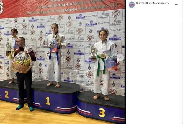 Воспитанницы спортшколы с Вятской взяли золото и бронзу на турнире по дзюдо