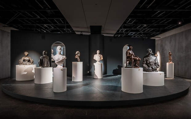 «Такой выставки еще не было»: зачем в питерском «Манеже» собрали скульптуры, которые скрывали 200 лет