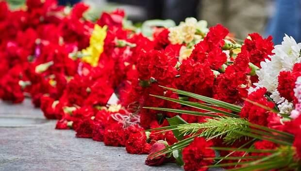 Подольчане возложили цветы к Поклонному камню в память о жертвах репрессий