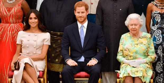Королева Елизавета лишила своего внука и его супругу королевских привилегий