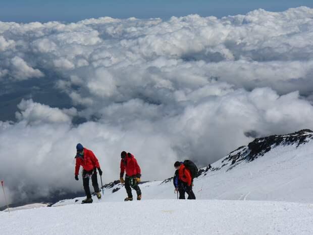 Жертв могло быть больше: организатор восхождения на Эльбрус рассказал подробности