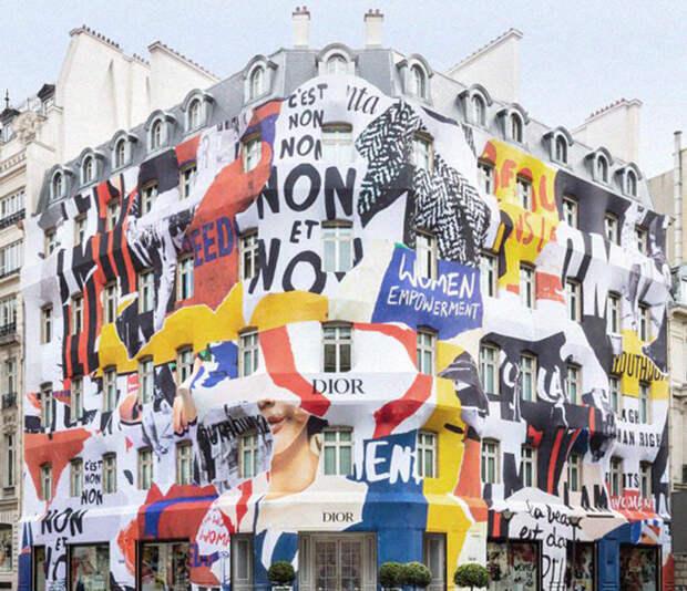 Реновация фасада офиса Dior - Мария Грация Кьюри украсила его феминистскими слоганами.