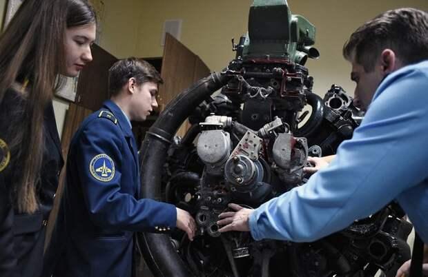 Государство монополизировало подготовку пилотов для авиакомпаний. Получается неочень