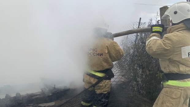 В Крыму вынесли из пожара женщину
