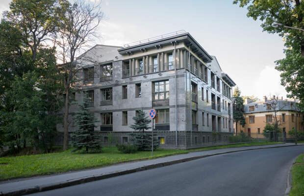 Почем в Петербурге продают красивый апарт-отель на Каменном острове