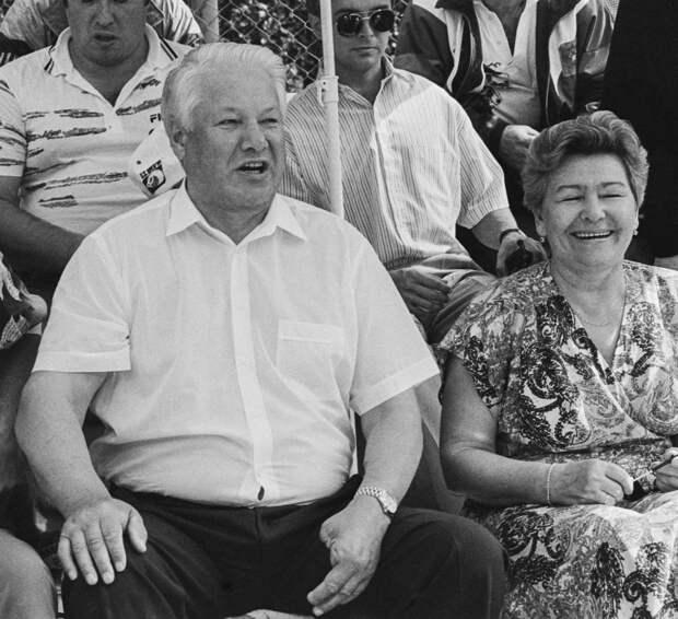 """Обращение к приживалке Наине Иосифовне. И о """"СВЯТЫХ 90-Х."""