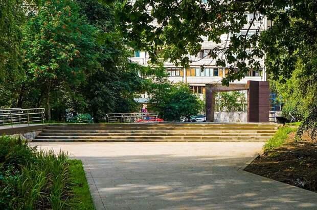 Качели с подсветкой будут установлены в парке «Северные дубки»
