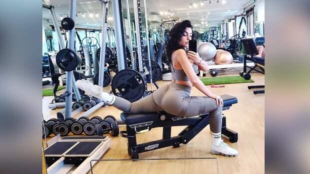 Невеста Роналду призналась, что ейбыло стыдно тренироваться сКриштиану накарантине