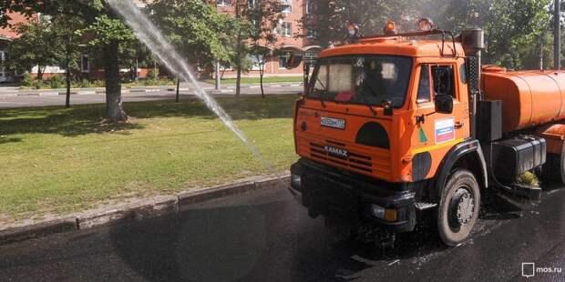 Дороги в Щукине в жару поливают три раза в день – управа