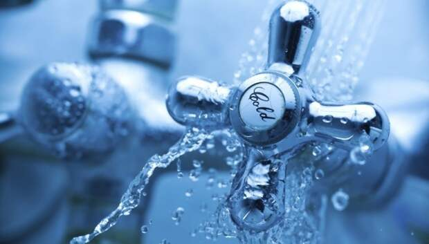 Горячую воду отключили в трех домах Климовска в понедельник