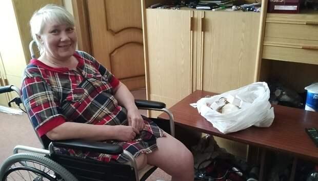 Волонтеры передали лекарства жительнице Чехова, потерявшей ногу из‑за болезни