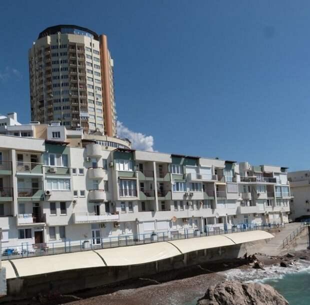 Администрация Ялты требует снести в Симеизе апартаменты Кобзона и Ко