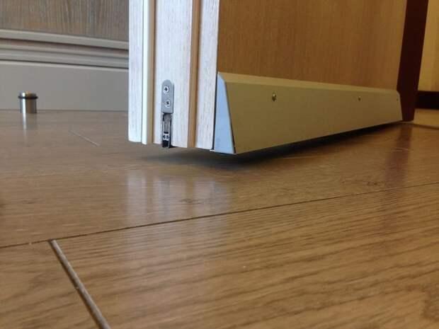 Виды пороговых уплотнителей для дверей