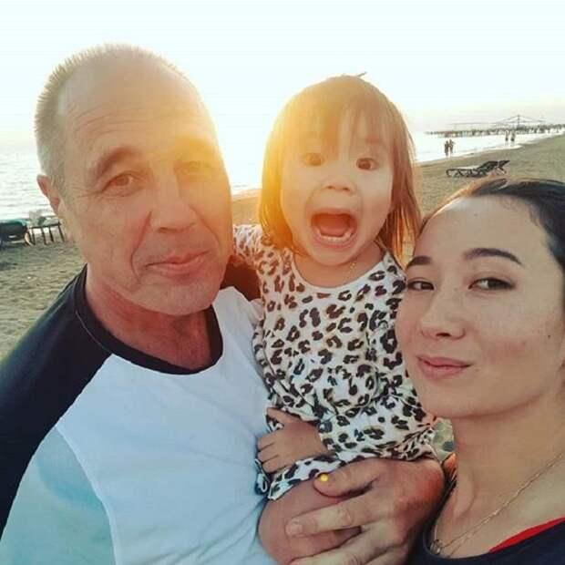 В 2011 году Дмитрий Соколов из «Уральских пельменей» взял в жены казахскую красавицу