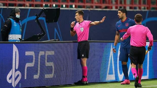 Суарес получил желтую карточку в игре с «Локомотивом» за подглядывание в монитор VAR