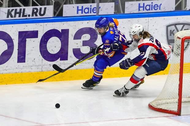 В повторном поединке хоккеистки нижегородского «СКИФа» выиграли в серии буллитов