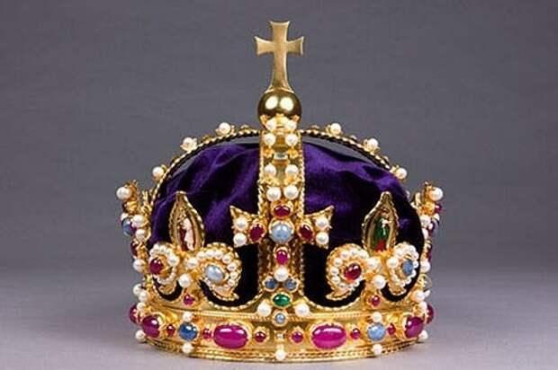 Кладоискатель нашел статуэтку с короны Генриха VIII, утраченной 400 летназад